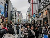 Τόκιο, η ιαπωνική μητρόπολη Οι οδοί της πόλης και των ανθρώπων που περπατούν στις οδούς του Τόκιο στοκ εικόνες με δικαίωμα ελεύθερης χρήσης