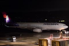 Τόκιο, Ιαπωνία - 08/01/2017: Ένα της Χαβάης airbus A330-200 TA αερογραμμών Στοκ Εικόνες