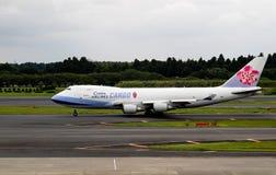 Τόκιο, Ιαπωνία - 08/02/2017: Ένα φορτίο Boeing 747 αερογραμμών της Κίνας φόρος Στοκ φωτογραφία με δικαίωμα ελεύθερης χρήσης