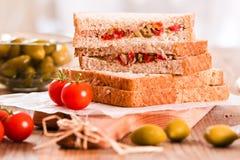 Τόνος, ελιές και σάντουιτς ντοματών Στοκ Εικόνες