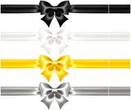Τόξα μεταξιού μαύρα και χρυσά με τις κορδέλλες Στοκ φωτογραφία με δικαίωμα ελεύθερης χρήσης
