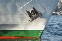 Τόξο ενός μεγάλου σκάφους στο λιμένα Στοκ φωτογραφία με δικαίωμα ελεύθερης χρήσης
