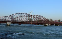 Τόξο και διαμορφωμένη βέλος γέφυρα ποταμών Στοκ εικόνες με δικαίωμα ελεύθερης χρήσης