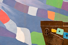 Τόξο του σκάφους σε ένα ζωηρόχρωμο υπόβαθρο στοκ εικόνες