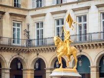 """Τόξο Joan της Jeanne δ """"του γλυπτού χαλκού τόξων στο Παρίσι Γαλλία στοκ εικόνα"""
