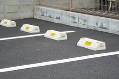 Τόρνοι για τους υπαίθριους σταθμούς αυτοκινήτων φρένων ροδών δημόσια για την ασφάλεια χώρων στάθμευσης στοκ φωτογραφίες με δικαίωμα ελεύθερης χρήσης