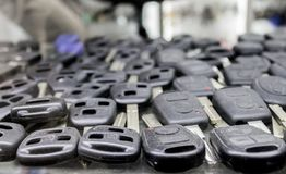 Τόσα πολλά κλειδιά αυτοκινήτων στον κλειδαρά ` s επιδεικνύουν στοκ φωτογραφία με δικαίωμα ελεύθερης χρήσης