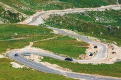 Τύλιγμα και επικίνδυνος δρόμος στα βουνά Parang Στοκ Φωτογραφία