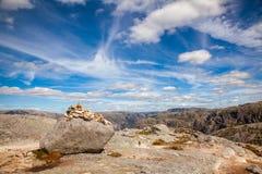 Τύμβος στο βουνό Forsand Rogaland Νορβηγία Σκανδιναβία Kjerag στοκ φωτογραφία