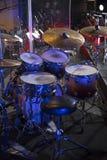 τύμπανα στη σκηνή πριν από μια συναυλία στοκ φωτογραφίες με δικαίωμα ελεύθερης χρήσης