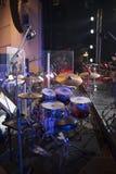 τύμπανα στη σκηνή πριν από μια συναυλία στοκ φωτογραφία με δικαίωμα ελεύθερης χρήσης