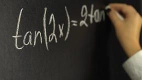 Τύποι γραψίματος math στον πίνακα απόθεμα βίντεο
