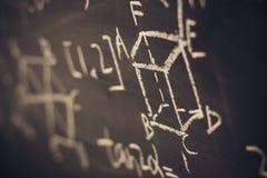 Τύποι μαθηματικών στο υπόβαθρο πινάκων κιμωλίας Στοκ φωτογραφία με δικαίωμα ελεύθερης χρήσης