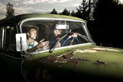 Τύποι στο αυτοκίνητο στοκ εικόνα