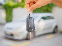 Τύποι χεριών στο αυτοκίνητο τηλεχειρισμού στοκ φωτογραφία με δικαίωμα ελεύθερης χρήσης
