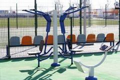 Τύποι χώρων αθλήσεων για την οδό workouts Δημόσια περιοχή για τον αθλητισμό που εκπαιδεύει στο στάδιο στοκ εικόνα