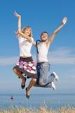 τύπος κοριτσιών που πηδά το λεπτό δεσμό Στοκ φωτογραφίες με δικαίωμα ελεύθερης χρήσης