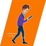 Τύπος που εξετάζει το κινητό τηλέφωνο apps Στοκ φωτογραφία με δικαίωμα ελεύθερης χρήσης