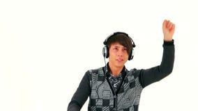 Τύπος που κινείται με τη μουσική στα ακουστικά φιλμ μικρού μήκους