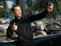 Τύπος που παίρνει τη φωτογραφία με το κινητό τηλέφωνο α Στοκ εικόνες με δικαίωμα ελεύθερης χρήσης