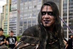 Τύπος στα κοστούμια στον περίπατο Σάο Πάολο Zombie Στοκ Εικόνες