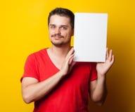 Τύπος στην μπλούζα με το λευκό πίνακα Στοκ φωτογραφία με δικαίωμα ελεύθερης χρήσης
