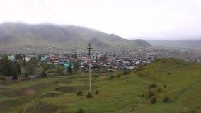 Τύπος στο μικρό χωριό στην ημέρα έτους βουνών απόθεμα βίντεο