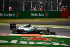 Τύπος 1 της Mercedes σε Monza που οδηγείται από το Lewis Χάμιλτον Στοκ Φωτογραφίες