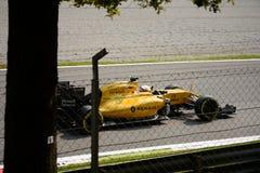 Τύπος 1 της Renault σε Monza που οδηγείται από το Kevin Magnussen Στοκ εικόνα με δικαίωμα ελεύθερης χρήσης