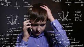 Τύπος τηλεφωνικής επιστήμης ομιλίας εφήβων αγοριών σπουδαστών ελεύθερη απεικόνιση δικαιώματος