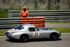 1962 τύπος E† ιαγουάρων στο κύκλωμα Monza Στοκ φωτογραφία με δικαίωμα ελεύθερης χρήσης