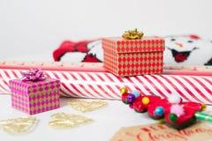 Τύλιγμα δώρων Χριστουγέννων Στοκ εικόνες με δικαίωμα ελεύθερης χρήσης