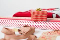 Τύλιγμα δώρων Χριστουγέννων Στοκ φωτογραφίες με δικαίωμα ελεύθερης χρήσης