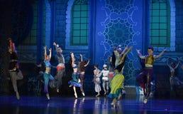 """Τώρα τραγουδώντας, μπαλέτο """"One χίλιο και ένα Nights† ανθρώπων τώρα χορού Στοκ Φωτογραφίες"""