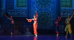 """Τώρα τραγουδώντας, μπαλέτο """"One χίλιο και ένα Nights† ανθρώπων τώρα χορού στοκ εικόνες"""