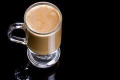 υαλώδης κούπα καφέ cappuccino Στοκ φωτογραφίες με δικαίωμα ελεύθερης χρήσης