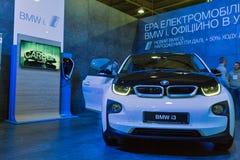Υβριδικός θάλαμος αυτοκινήτων της BMW i3, βυσματωτή Ουκρανία 2017 έκθεση του Κίεβου Στοκ Φωτογραφίες