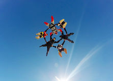 Υβριδικός σχηματισμός ελεύθερων πτώσεων με αλεξίπτωτο Στοκ Εικόνες