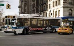 Υβριδικό ηλεκτρικό λεωφορείο καθαρού αέρα σε Broadway Νέα Υόρκη Στοκ Εικόνες