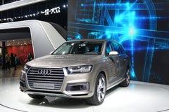 Υβριδικό quattro SUV Audi Q7 ε -ε-tron Στοκ φωτογραφίες με δικαίωμα ελεύθερης χρήσης