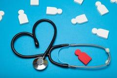 Υγεία καρδιών ελέγχου, ασθένεια υπέρτασης Στηθοσκόπιο, καρδιολογία στοκ εικόνα