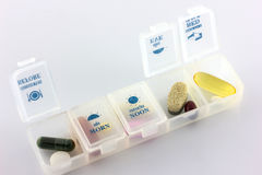 Υγειονομική περίθαλψη, διάφορες χάπια φαρμακείων χρωμάτων και κάψες με το pil Στοκ Φωτογραφίες