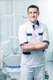 Υγειονομική περίθαλψη και ιατρικός - νέος οδοντίατρος γιατρών Στοκ φωτογραφίες με δικαίωμα ελεύθερης χρήσης