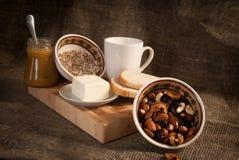 Υγιές γεύμα με το γάλα και τα δημητριακά ψωμιού Στοκ Εικόνες