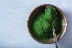Υγιές διαιτητικό συμπλήρωμα σκονών Spirulina στοκ εικόνες