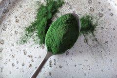Υγιές διαιτητικό συμπλήρωμα σκονών Spirulina στοκ εικόνα