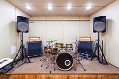 Υγιές δωμάτιο στούντιο με την εξάρτηση τυμπάνων Στοκ Φωτογραφία