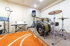 Υγιές δωμάτιο στούντιο με την εξάρτηση τυμπάνων Στοκ φωτογραφίες με δικαίωμα ελεύθερης χρήσης