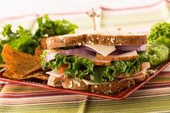 Υγιές ζαμπόν της Τουρκίας μεσημεριανού γεύματος σάντουιτς τροφίμων και ελβετικό τυρί Στοκ φωτογραφία με δικαίωμα ελεύθερης χρήσης