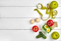 υγιές μεσημεριανό γεύμα τ&r Αυγά, λαχανικά, φρούτα Στοκ εικόνες με δικαίωμα ελεύθερης χρήσης